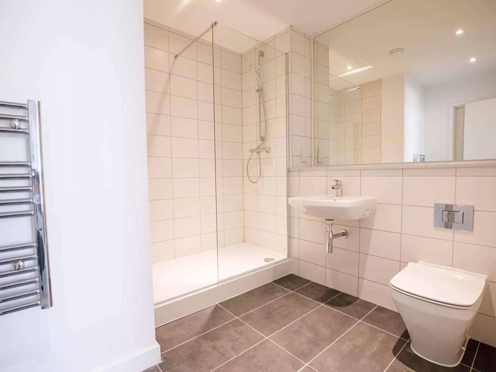 burlington-square-apartment-bathroom