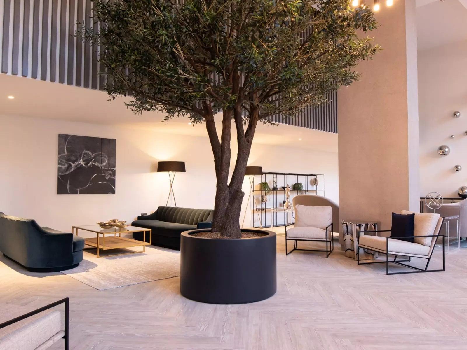 Local Crescent Lounge